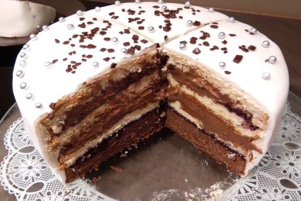 Pokrojony tort