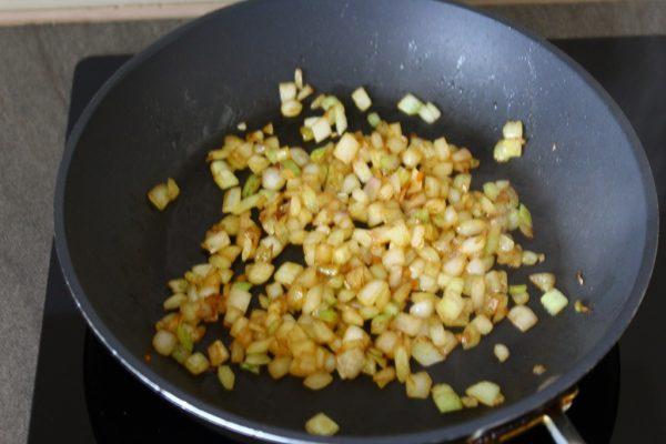 Podsmażanie cebulki