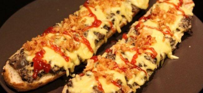 Tradycyjne zapiekanki z serem i pieczarkami
