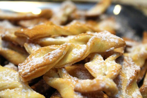 Faworki (chrust) pieczone w piekarniku