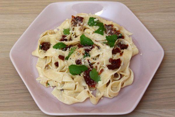 Makaron z suszonymi pomidorami i serkiem mascarpone