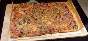 Lekka pizza na cieście francuskim