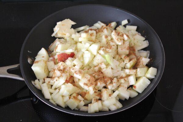 Jabłka przed smażeniem