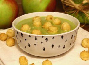 Zupa z zielonego groszku z groszkiem ptysiowym