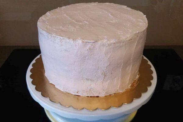 Dekorowanie tortu kremem maślanym