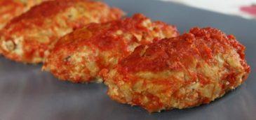 Gołąbki inaczej w sosie pomidorowym